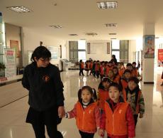 东方剑桥嘉丰幼儿园与溧阳市图书馆携手开展学习型实践活动